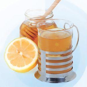 cómo beber agua con miel y limón si padeces disfagia