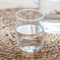 cómo beber agua si padeces disfagia