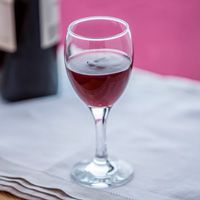cómo beber vino tinto si padeces disfagia