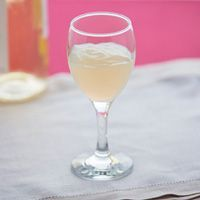 cómo beber vino blanco si padeces disfagia